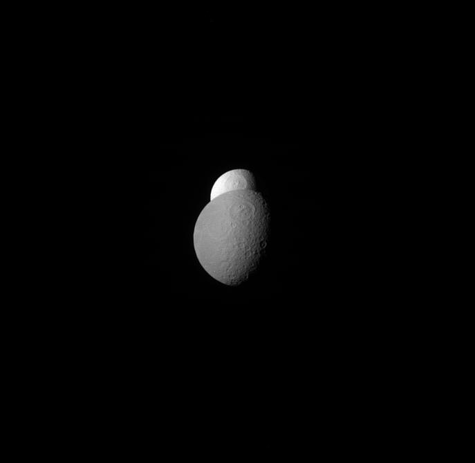 Cassini captures Tethys and Rhea aligned